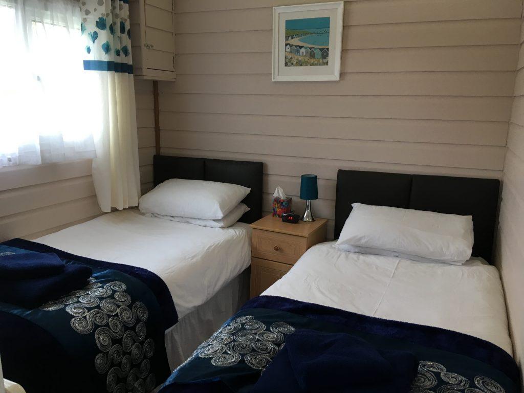 Cedar Lodge Twin Bedroom